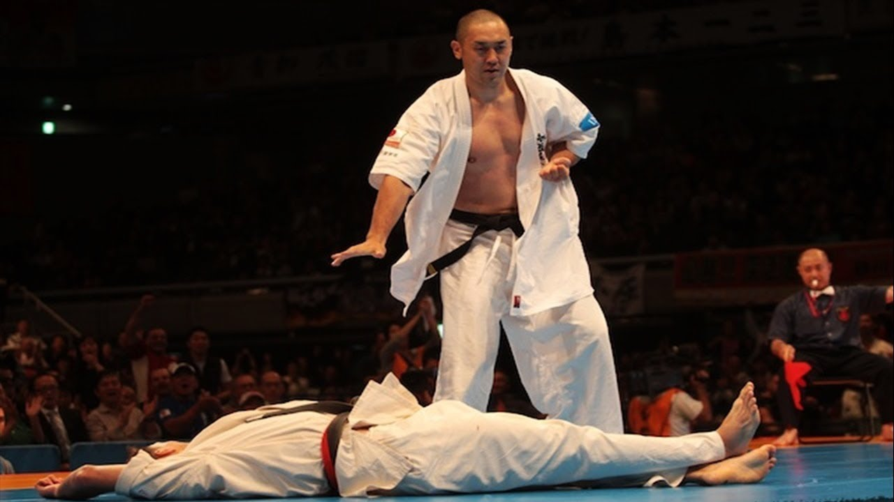 Kyokushin Karate KO (back spin & other kick).mp4 - YouTube